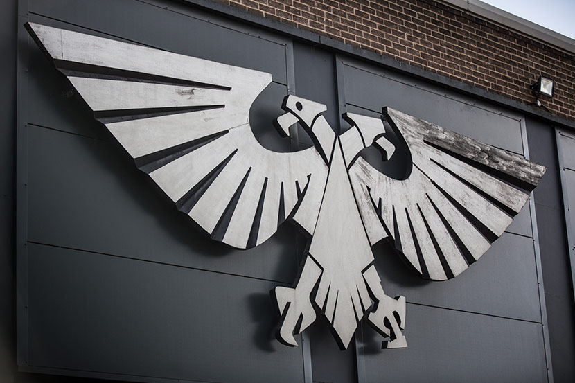 Warhammer 40K logo on building